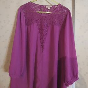 Postie lace neckline shirt